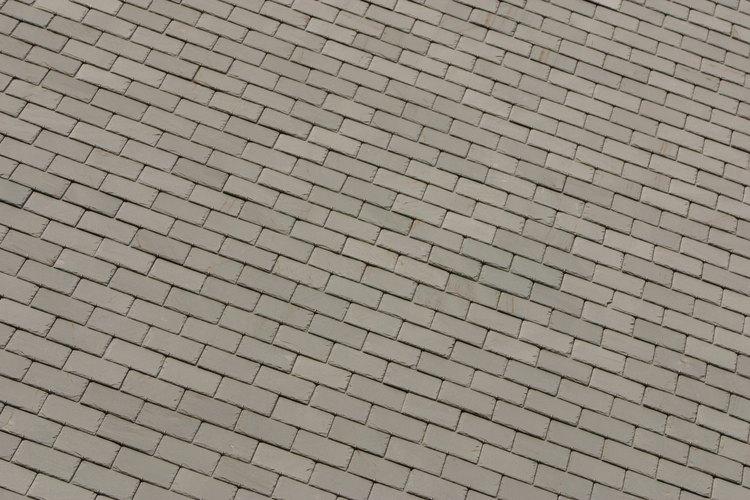Un pequeño agujero en el techo puede causar una gotera problemática.