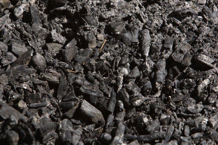 El carbón casero es una alternativa más barata al carbón comercialmente hecho.