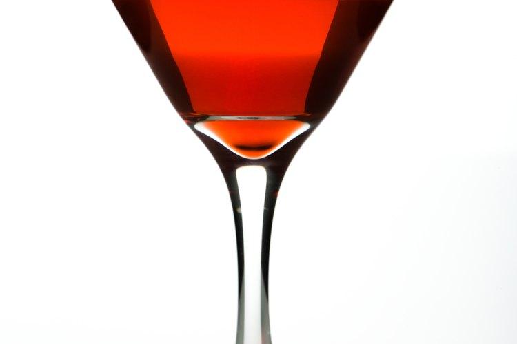 Escarcha tus vasos de cóctel para añadir sabor a tus bebidas.