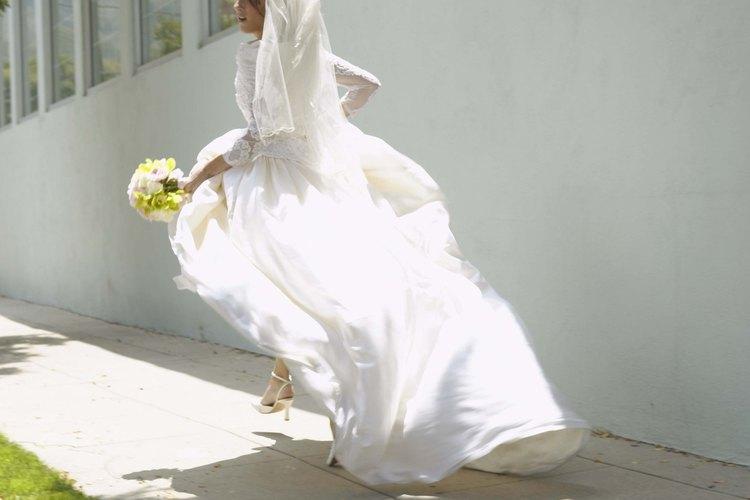 La mayoría de los vestidos de novia son blancos, pero no son todos cortes de la misma tela.
