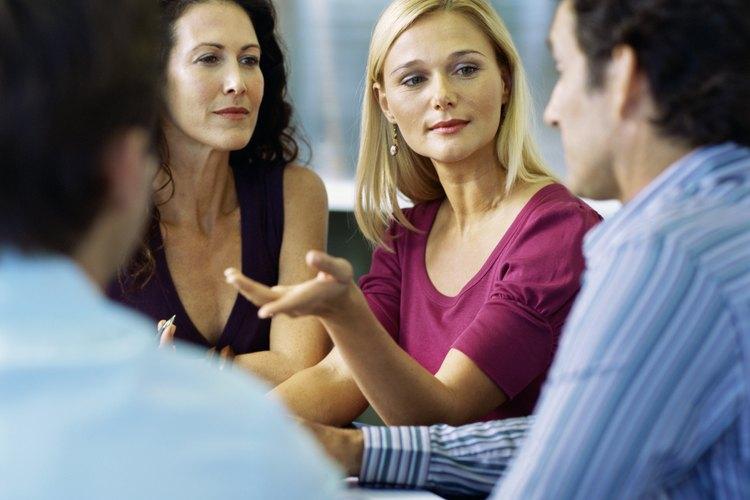 La forma más popular de investigación cualitativa son los grupos focales. Un grupo focal consiste en una muestra de consumidores que son motivados y gestionados por un facilitador profesional.