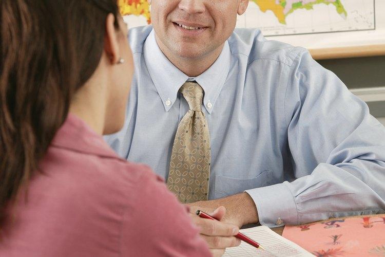 Las conferencias de padres y maestros de un preescolar son una oportunidad para conversaciones personalizadas.