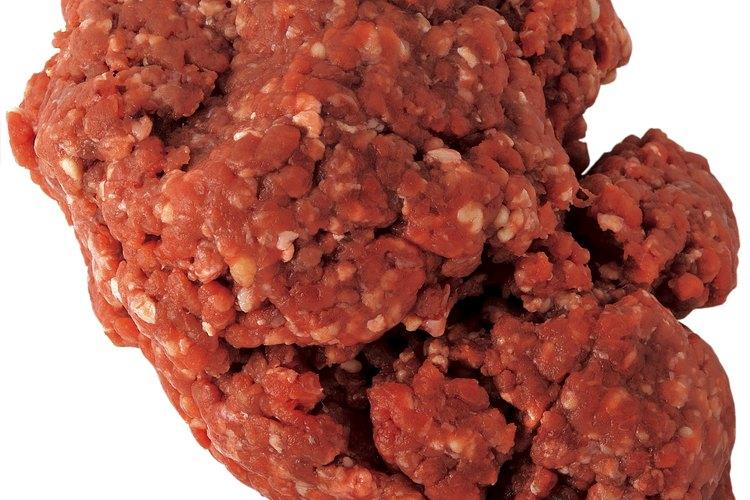 La carne molida generalmente se dora antes de agregarla a alguna receta.