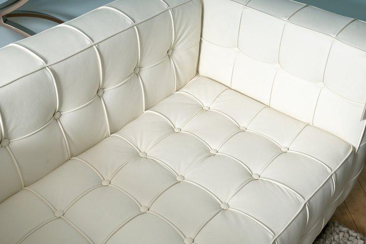 Disfruta de una vida más sencilla con un sofá de vinilo de bajo mantenimiento.