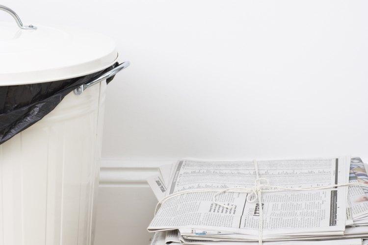 El periódico es un absorbente de olor natural que ayuda a secar las botas de esquí.