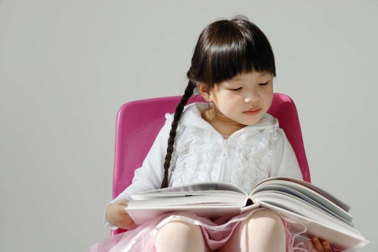 Incluso un niño pequeño puede ayudar a hacer su propio libro.