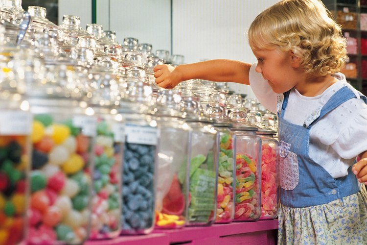 Al poner algunos dulces en el marco tu pequeño tendrá menos dulces para comer.