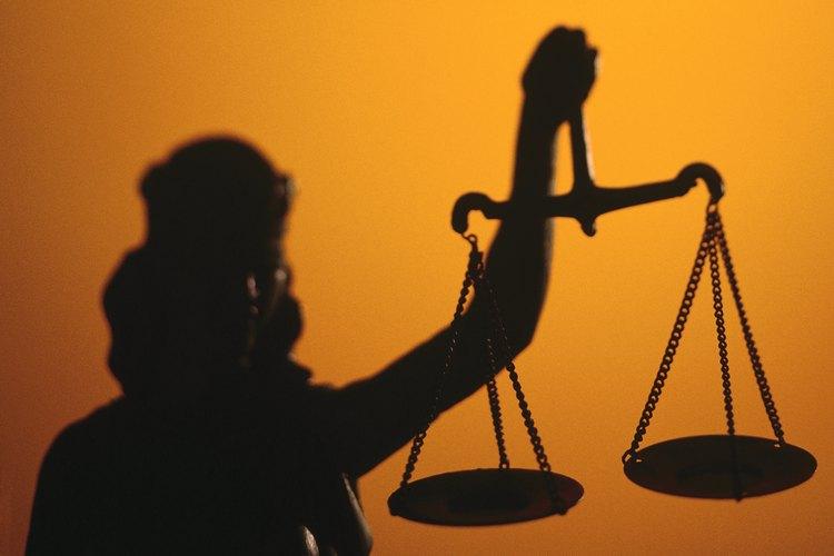 Hacer falsas acusaciones intencionalmente también puede atraer cargos criminales.