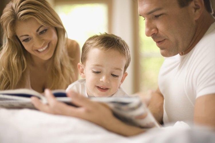 Anima a los padres a leer con sus hijos.
