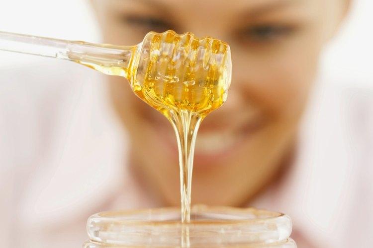 La miel es un hidratante natural que atrae la humedad al cabello seco.