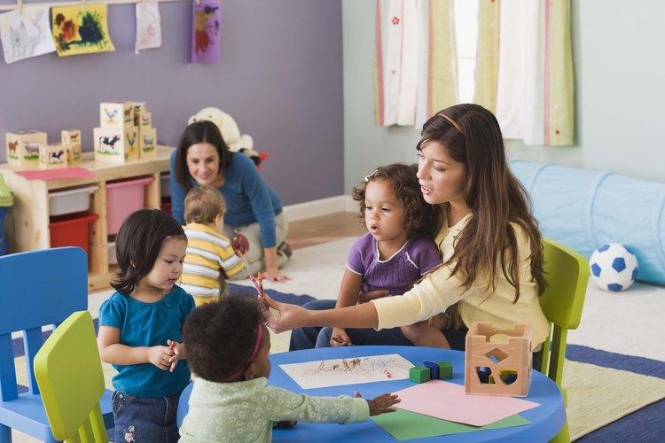 Proveer muchos juguetes puede ayudar a que una primera reunión salga bien.