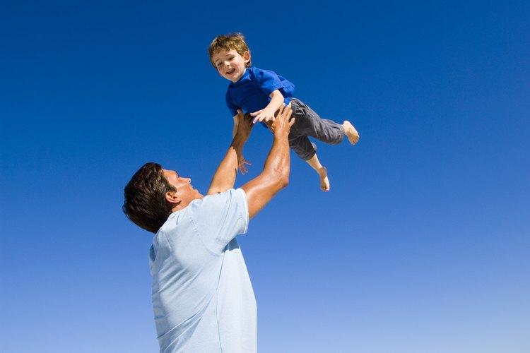 Algunos padres tienen dificultades para expresar emociones hacia los niños.