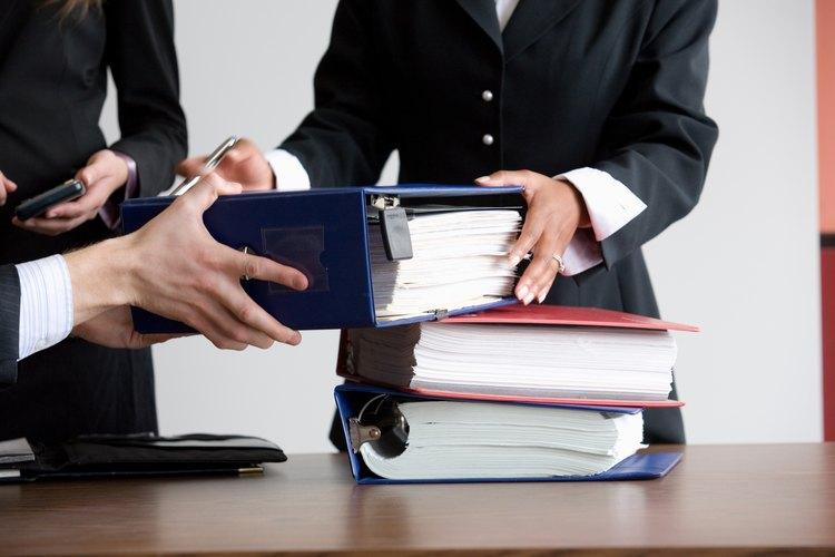 Lo abogados corporativos trabajan en equipos debido a la complejidad de la mayoría de los casos.