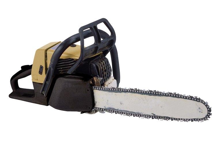 El freno de cadena de una motosierra Husqvarna envuelve el conjunto del embrague y el embrague deja de girar cuando está activado.