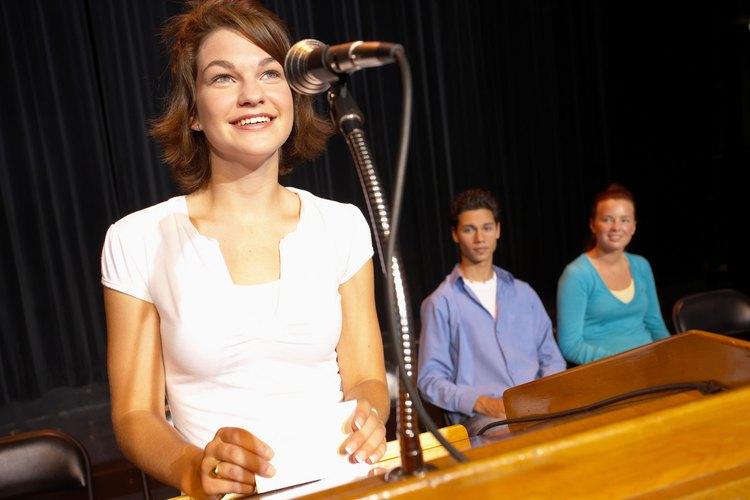 Sonreír ante el público durante toda la presentación es importante.