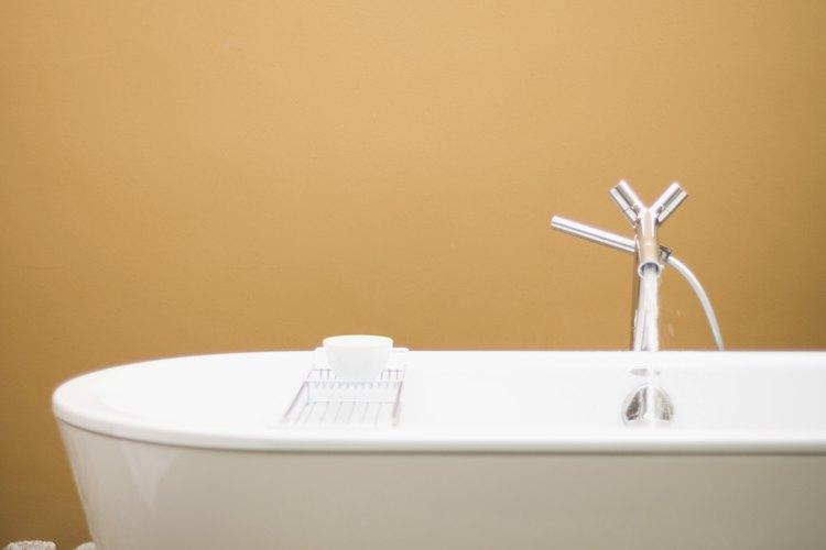 No uses acetona ni disolventes de pintura en bañeras de acrílico.