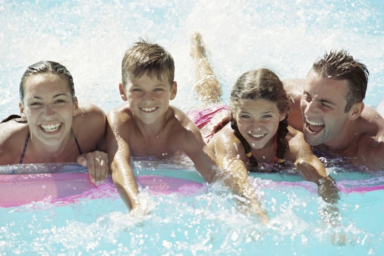 La natación es otra de las actividades amigables y muy querida por los niños durante el feriado del Día Conmemorativo.