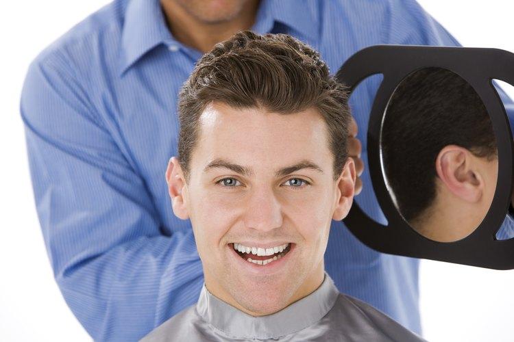 Para cortes cortos, elige un estilo muy rasurado o de pelo rapado.