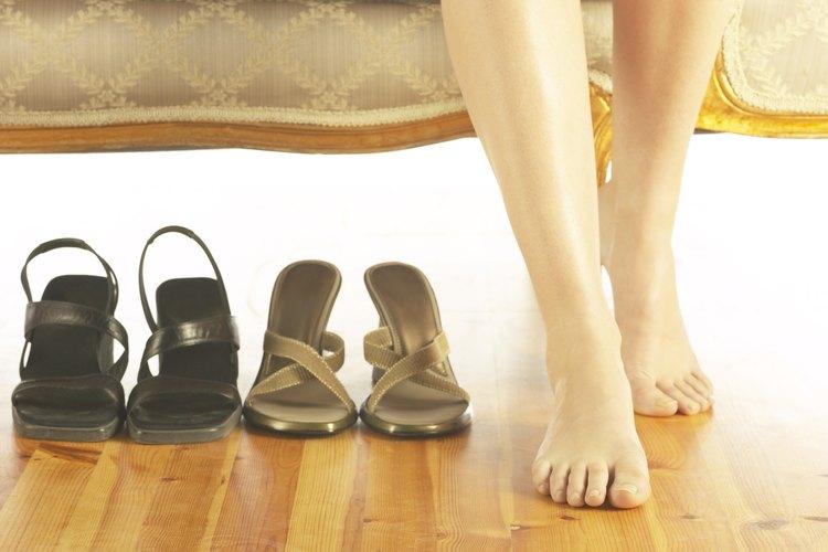 Si sufres dolor en las rodillas o en los pies, intenta usar zapatos con un soporte para el arco adecuado.