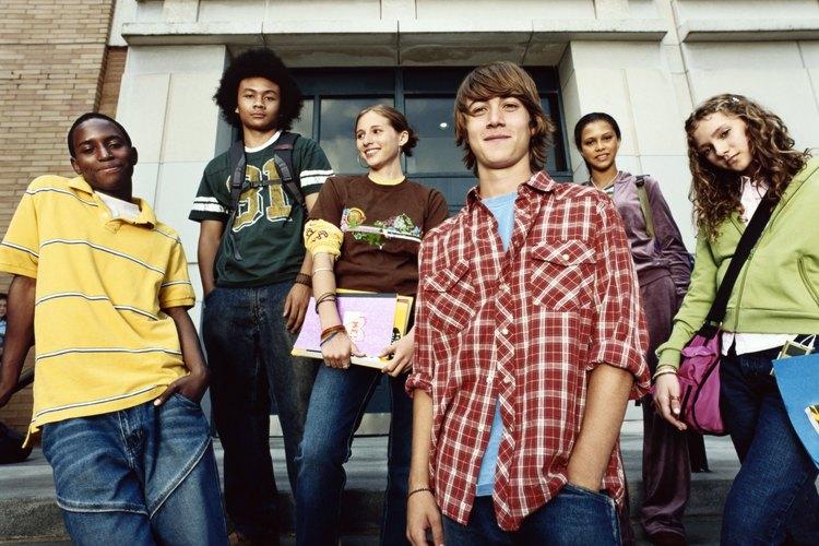 Las familias juegan un papel importante en ayudar a los adolescentes de secundaria a aprender el comportamiento apropiado.
