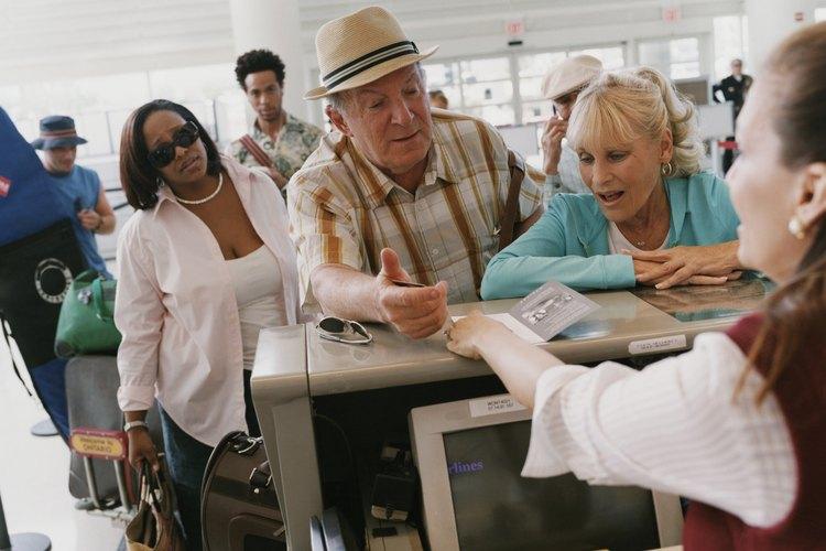 Un PSA asiste a los clientes del aeropuerto que vuelan en cualquier aerolínea.