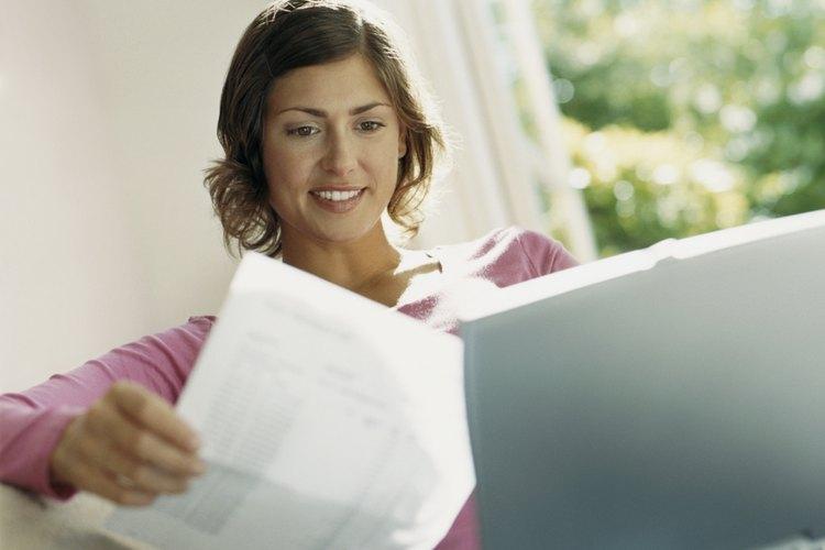 Añade el efectivo y saldo de deudores en el mes anterior.