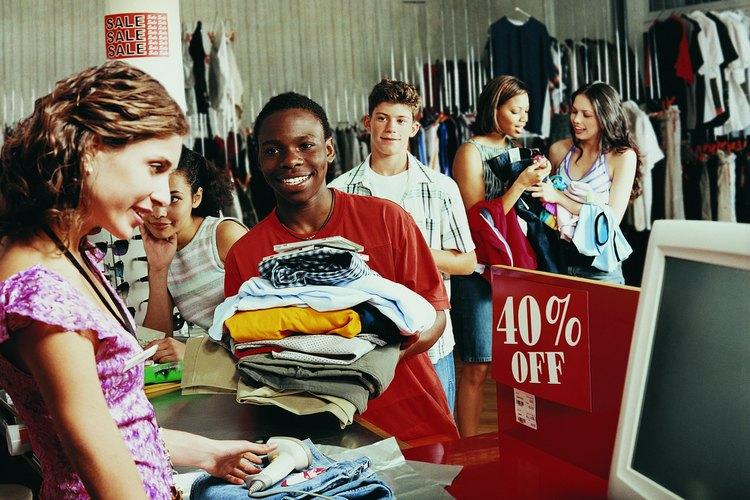 Ayuda a tu adolescente a que aprenda cómo hacer compras en ofertas de cosas que compraría de todas maneras.