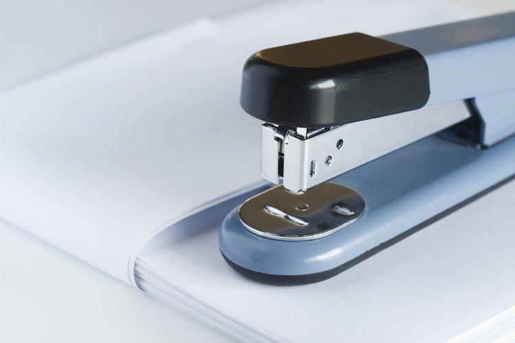 Haz tus propias trampas adhesivas para moscas blancas altamente efectivas con materiales domésticos.