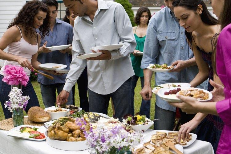 Organiza un buffet donde cada uno pueda servirse a gusto.