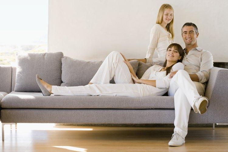 Dos factores muy importantes a la hora de elegir un sofá o sofá de dos cuerpos son las alturas del sofá y de sus brazos.