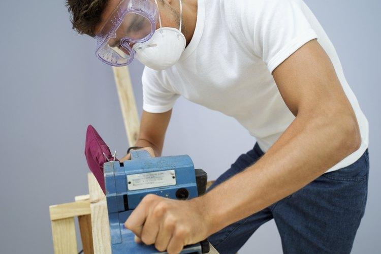 Lijar es un paso esencial para dar un nuevo acabado a la madera.