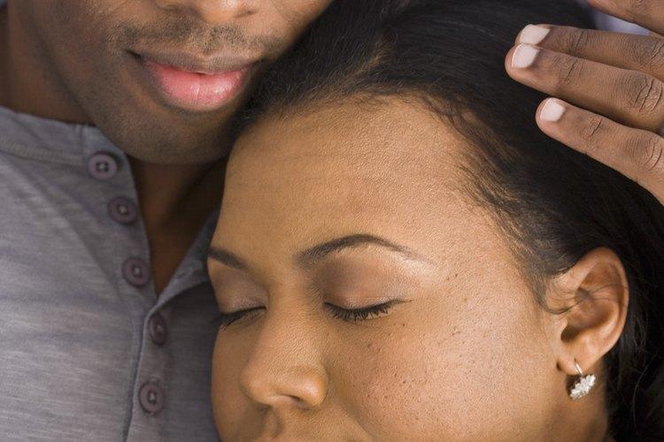 Mima a tu pareja para ayudarle a relajarse después de un largo día de trabajo.