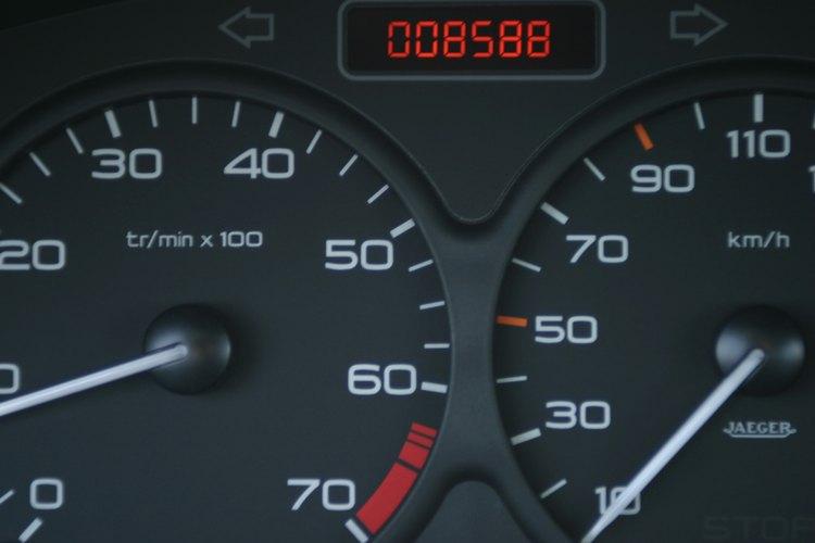 Algunos carros utilizan una combinación de medidores análogos y digitales.