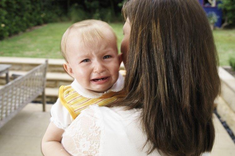 Como gesto de cortesía, saca a tu bebé del lugar hasta que se calme.