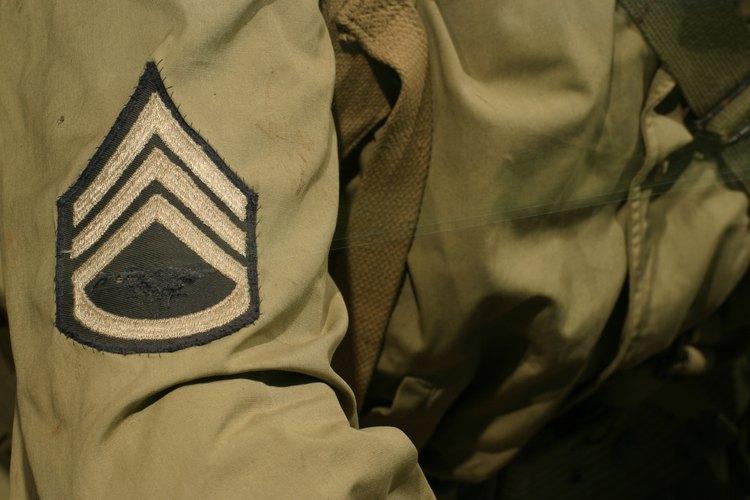 Las insignias a través de barras es casi de uso exclusivo de cada rama militar, aunque sí existen reglas generales.