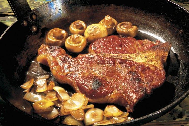 Hacer una carne a la plancha carameliza el exterior mientras que deja los jugos en el interior.