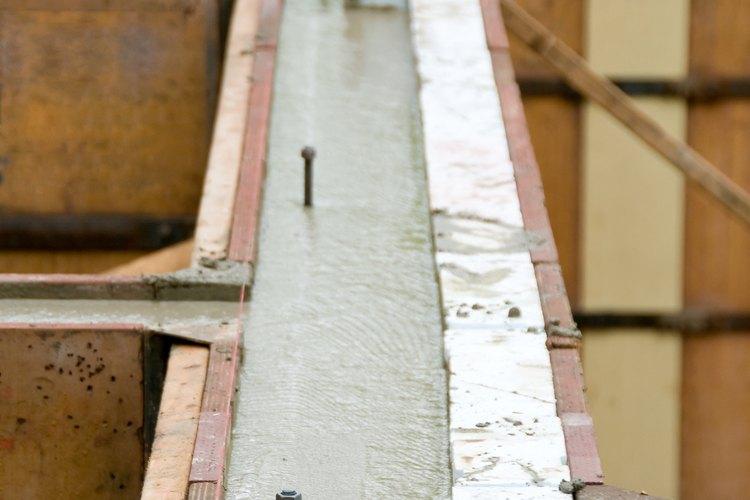 La junta de construcción principal para los muros de contención se encuentra entre el pie y la pared.