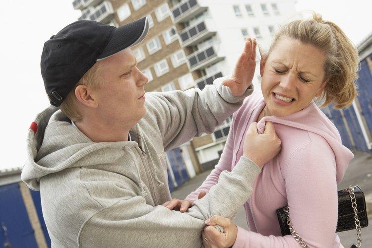 Los signos de abuso físico incluyen hematomas u otras lesiones inexplicables.