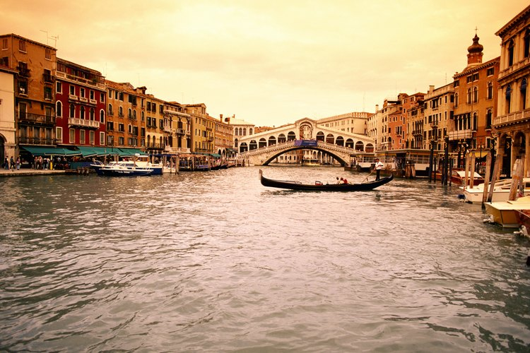 Puente del Rialto, Venecia, Italia.