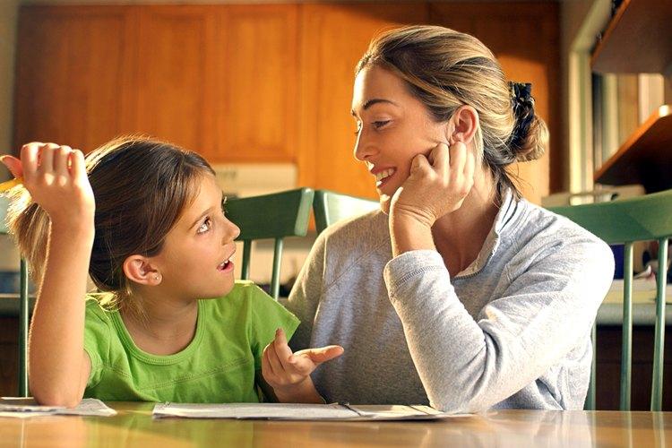 Los padres deben permitir que poco a poco sus hijos completen las tareas de forma independiente.