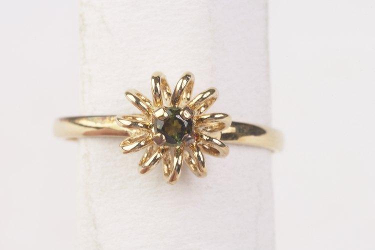 La información en el interior del anillo puede ayudarte a identificar el origen y el valor del anillo.