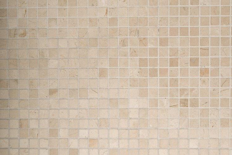 ¿Cómo puedo renovar los viejos azulejos del baño?