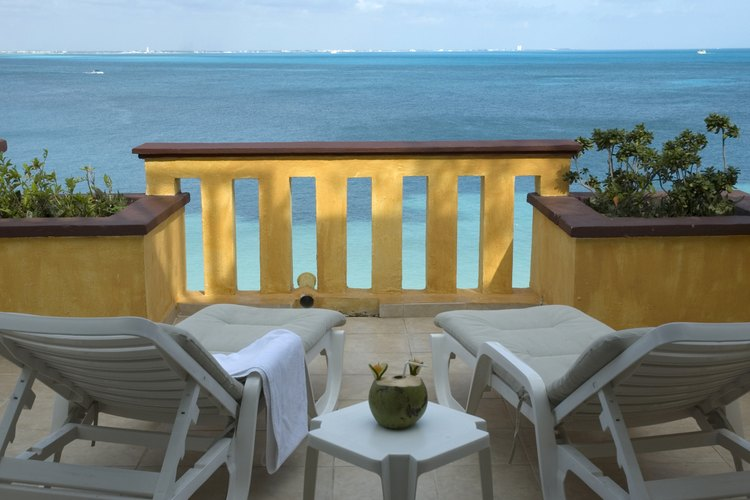 Vista de un balcón hacia las playas mexicanas.