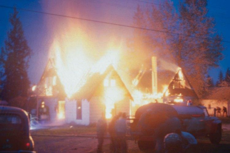 Después de un incendio, el propietario de una casa a menudo debe hacer frente a la pérdida de sus posesiones más valiosas.