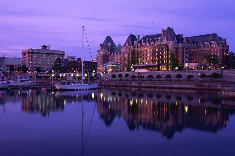 El hotel Empress en la bahía interior de Victoria.