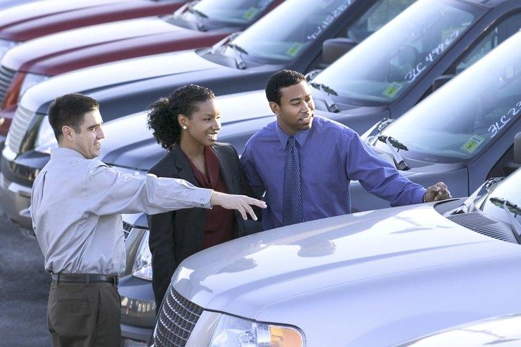 Un vendedor de automóviles puede usar el método de costeo de inventarios LIFO para estimar su costo y los bienes vendidos.
