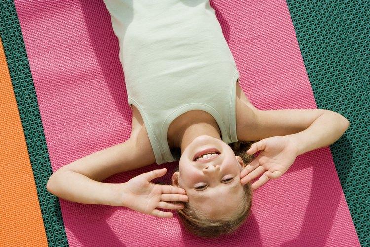 Los niños pueden aprender técnicas de relajación para mejorar su comportamiento y enfoque.
