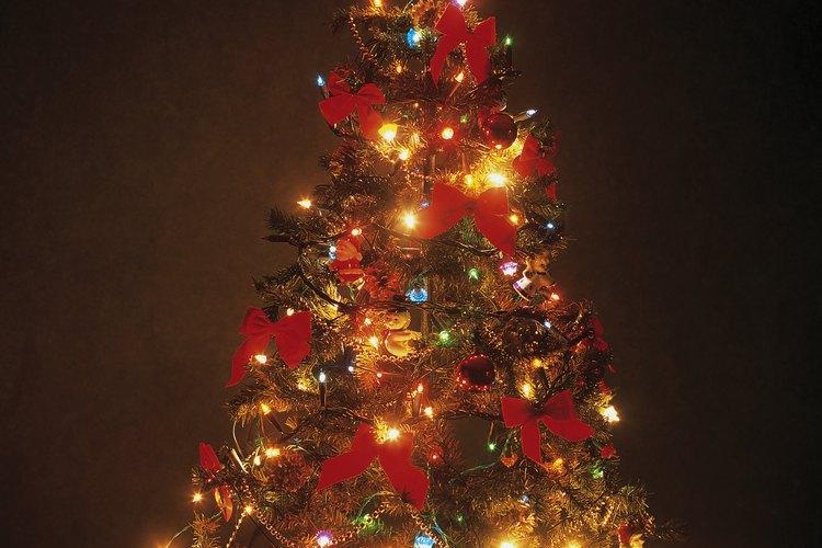 Puedes usar un árbol artificial que te servirá todos los años.