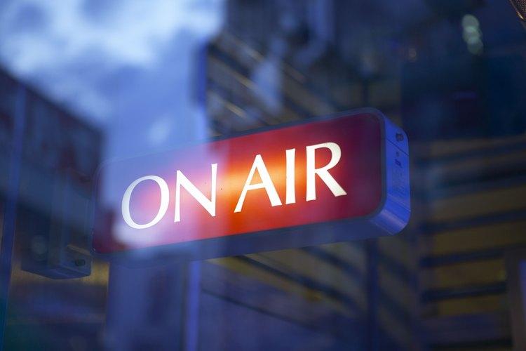Conviértete en presentador de radio o televisión.