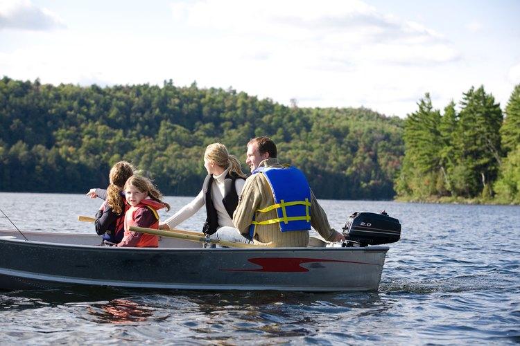 El carenador puede cubrir el motor de un barco pequeño.